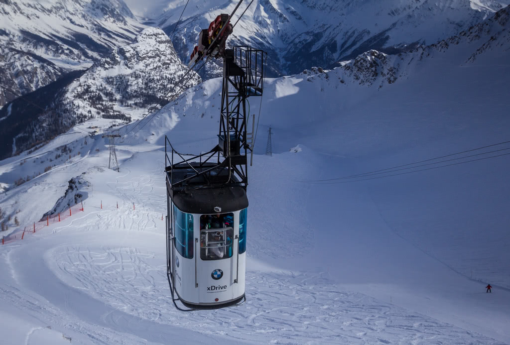 The BMW cable car to the Arp Viewing Platform from Courmayeur