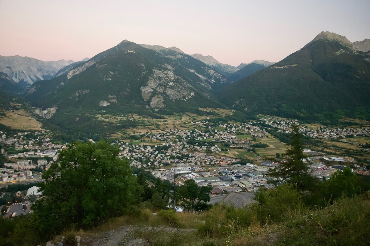 Briançon at Sunset, looking over towards the Col d'Izoard to the south east.</p>