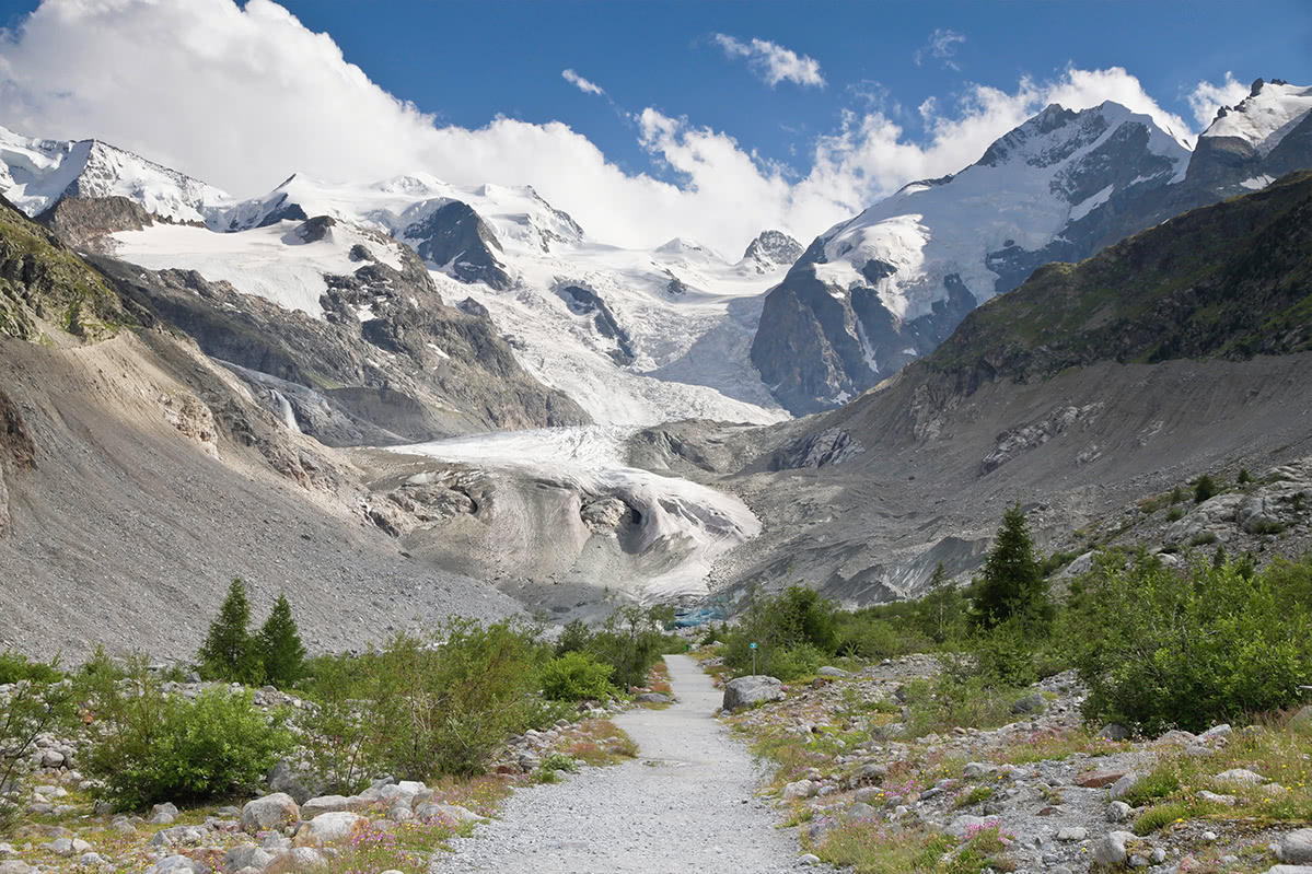 Trail to Morteratsch glacier