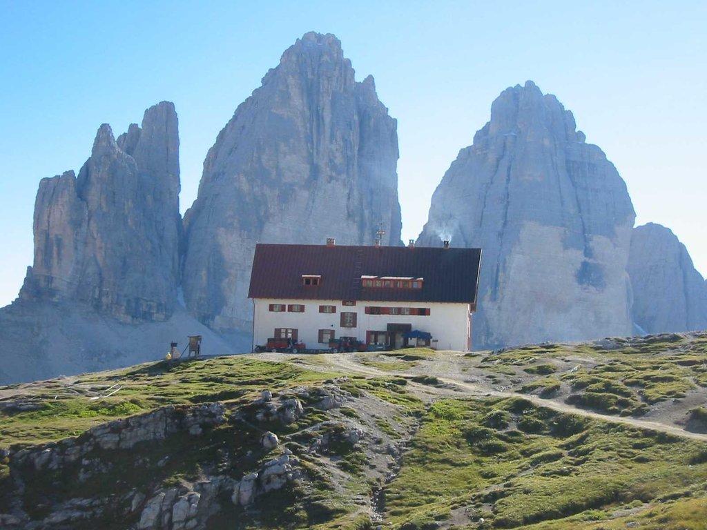 Photo №1 of Dreizinnenhütte - Rifugio Locatelli alle Tre Cime di Lavaredo