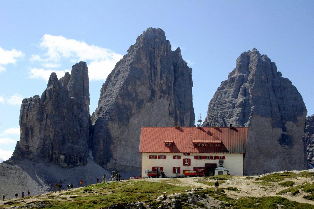 Photo №2 of Dreizinnenhütte - Rifugio Locatelli alle Tre Cime di Lavaredo